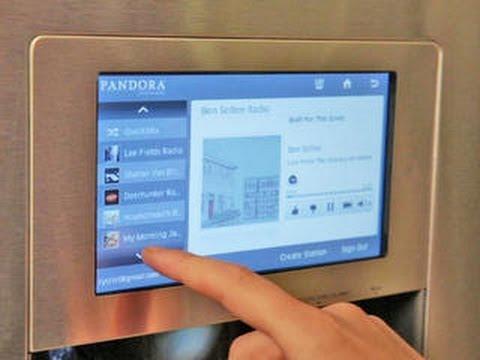 Samsung's new smart fridge mirrors your smart phone