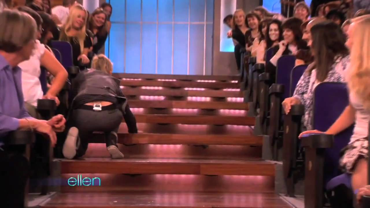 Jim Carrey is on the show Monday, look at how he made his entrance…