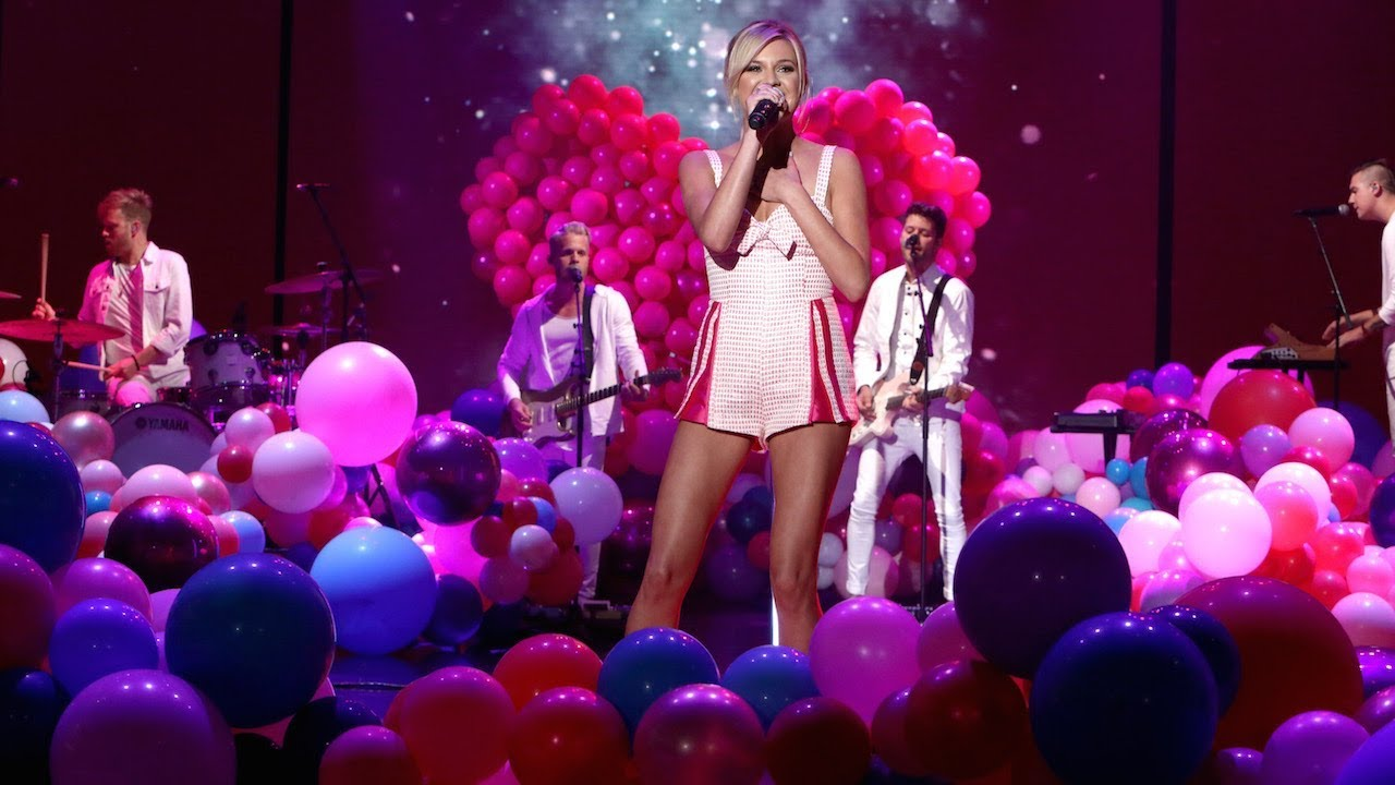 Kelsea Ballerini Performs 'Unapologetically'