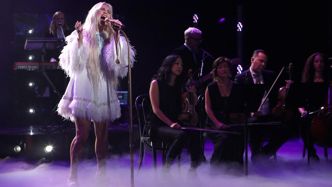 Kesha Performs Hit Song 'Praying'