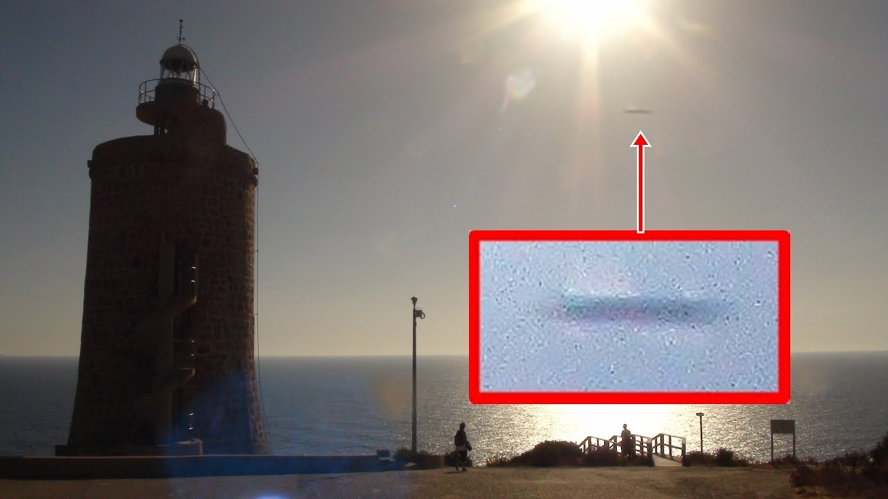 Huge cylindrical shaped UFO sighted in Cadiz, Spain