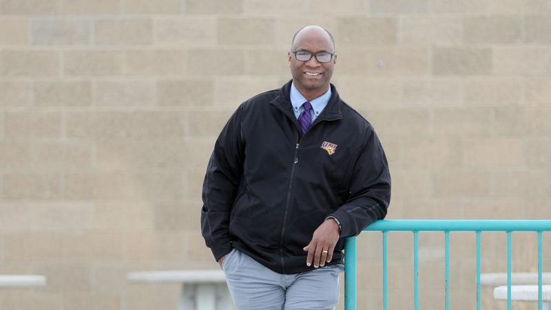 Robert Smith's team breaks down educational barriers - Waterloo Cedar Falls Courier